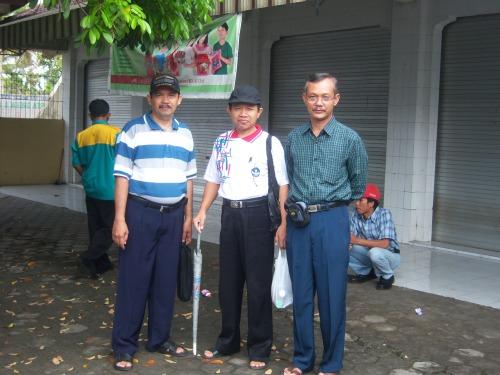 Mr Jon Diapit Oleh Bpk Bambang Pracaya,S.Pd, M.M dan Bpk Suharjana, M.M